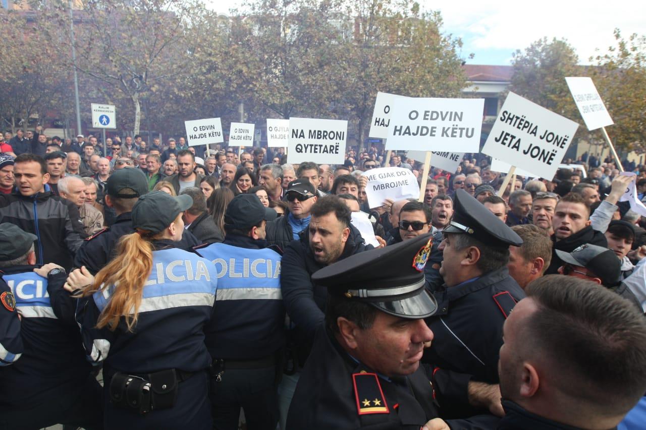 policia protetst