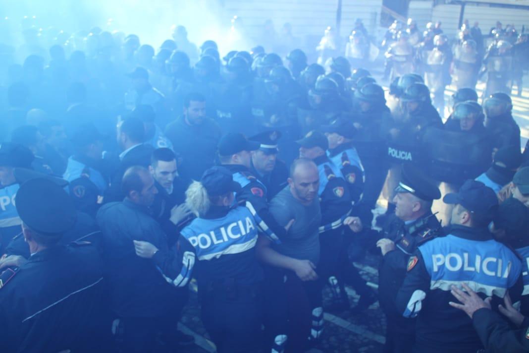 policiaaa111