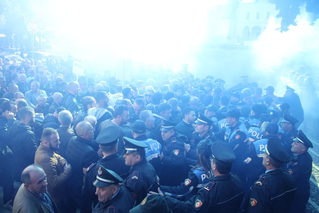 protesta kuvenddd