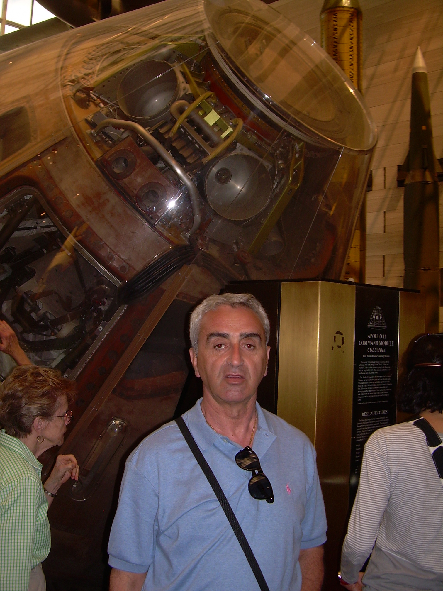 Nw MUzen e Hapsirw nw Uashington, U. Zajmi pranw kasulws sw Apollo 11.