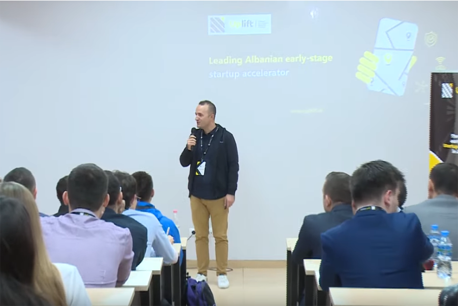 "Screenshot_2019-11-11 ""Selection Bootcamp"", aktiviteti inovativ në Universitetitn ""Luarasi"" nga Uplift Albania - YouTube(1)"