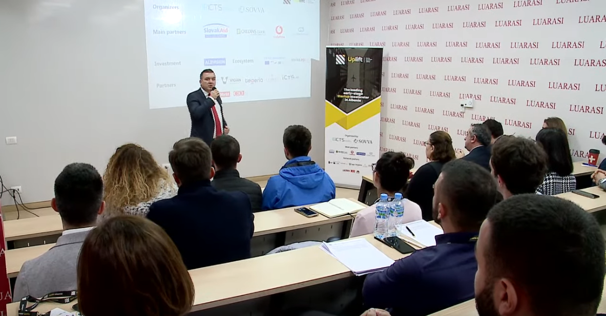 "Screenshot_2019-11-11 ""Selection Bootcamp"", aktiviteti inovativ në Universitetitn ""Luarasi"" nga Uplift Albania - YouTube(3)"